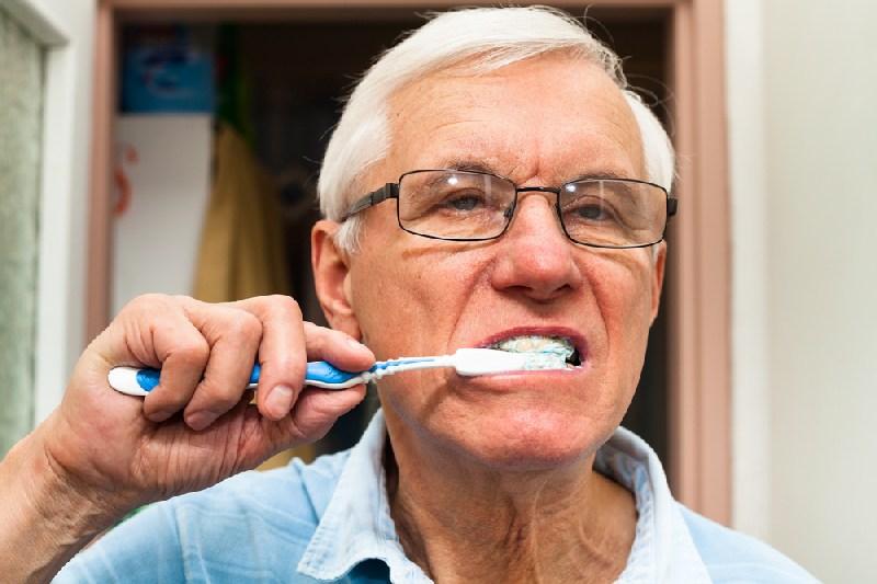 Cuidados de la salud bucal en los ancianos