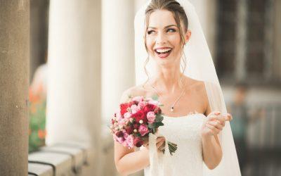 Tratamientos dentales para sonreír radiante el día de tu boda.